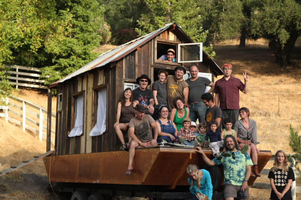 Friends helps build the Shantyboat Dotty over two years